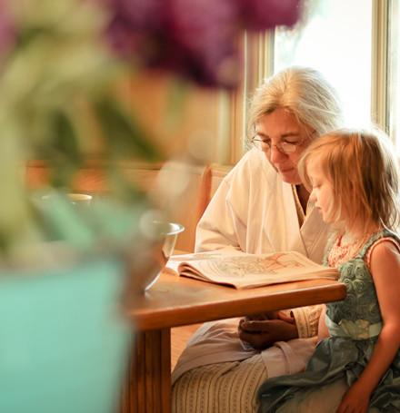 3blog-Nana-reading