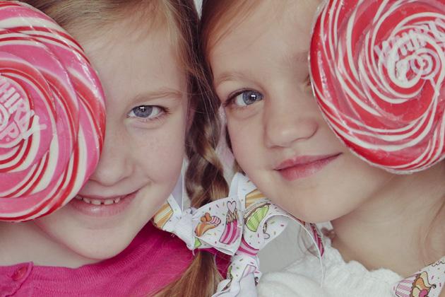 lollipop 2 girls close up