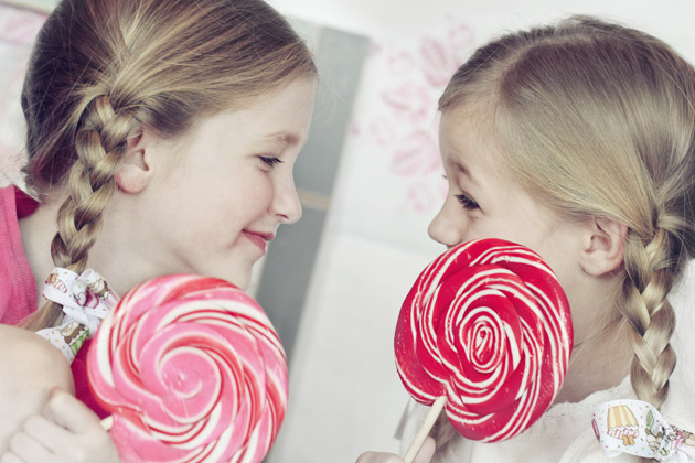 lollipops girls looking at each other
